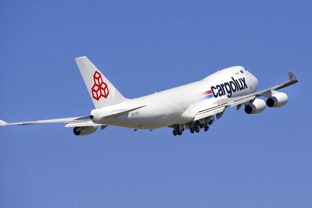 Máy bay Cargolux cất cánh