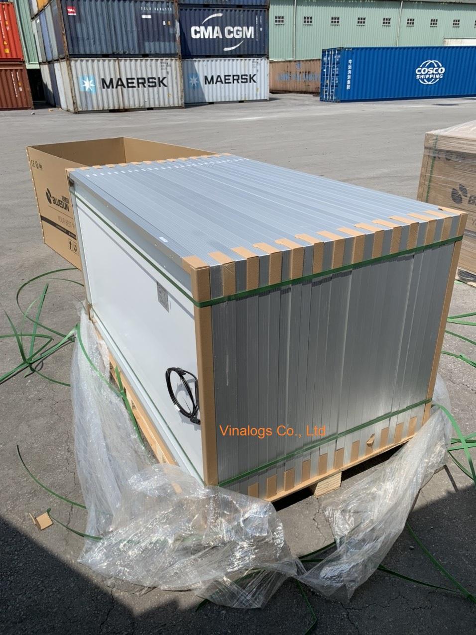 Lô hàng tấm pin mặt trời nhập khẩu tại cảng