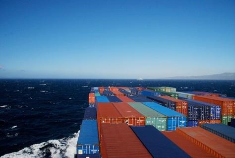 Container hàng trên biển